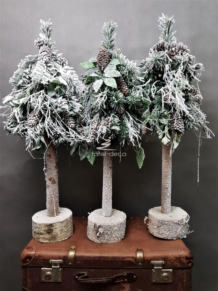 bożonarodzeniowe choinki na pniu