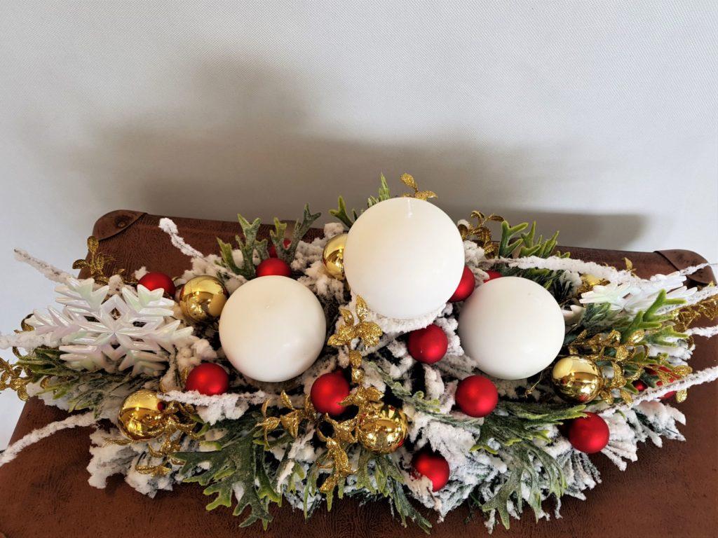 świąteczny stroik ze świecami